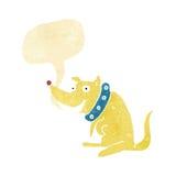 chien heureux de bande dessinée dans le grand collier avec la bulle de la parole Image stock