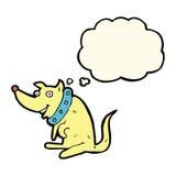 chien heureux de bande dessinée dans le grand collier avec la bulle de pensée Photo libre de droits