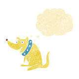 chien heureux de bande dessinée dans le grand collier avec la bulle de pensée Photos libres de droits