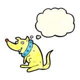 chien heureux de bande dessinée dans le grand collier avec la bulle de pensée Images stock