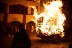 Chienbäse -燃烧的推车 免版税图库摄影