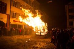 Chienbäse -燃烧的推车 图库摄影
