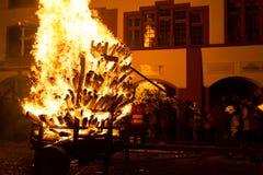 Chienbäse - brännande vagn Royaltyfria Bilder