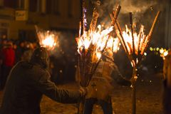 Chienbaese-Feuerparade in der Schweiz Stockbild