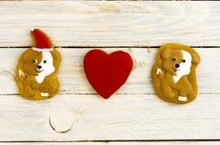 Chiens et coeur Amour des chiens Composition de pain d'épice Image stock