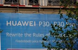 CHIENSE F?RETAG HUAWEI BLLLBOARD I K?PENHAMN royaltyfri foto