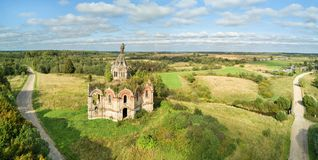 Chiesa abbandonata in Guryevo-Voskresenskoye, Russia Fotografia Stock Libera da Diritti