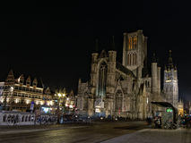 Chiesa alla notte, Gand di San Nicola immagine stock