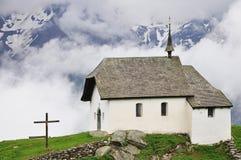 Chiesa in alpi svizzere Fotografie Stock Libere da Diritti