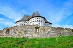 Chiesa antica e difensiva contro del cielo blu in Ucraina Fotografia Stock Libera da Diritti