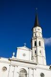 Chiesa barrocco con cielo blu fotografie stock