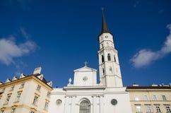Chiesa barrocco con il chiaro cielo fotografia stock
