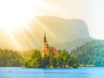 Chiesa barrocco del presupposto di St Mary sull'isola sanguinata, lago sanguinato, Julian Alps, Slovenia, Europa Fotografie Stock Libere da Diritti
