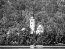Chiesa barrocco del presupposto di St Mary sull'isola sanguinata, lago sanguinato, Julian Alps, Slovenia, Europa Fotografia Stock