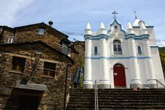 Chiesa bianca di Piodao fotografia stock