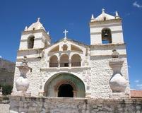 Chiesa bianca nel canyon di Colca Fotografia Stock