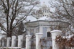 Chiesa bianca in neve Fotografia Stock