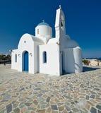 Chiesa bianca, spiaggia di Kalamies, protaras, Cipro Fotografie Stock Libere da Diritti