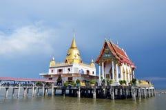 Chiesa buddista sul mare Fotografia Stock Libera da Diritti