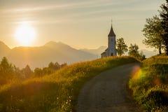 Chiesa cattolica ad alba Immagine Stock
