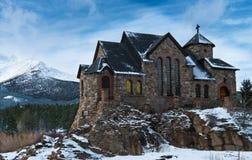 Chiesa cattolica della montagna fotografia stock