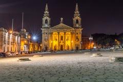 Chiesa cattolica della st Publius di notte, Floriana Immagine Stock