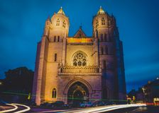 Chiesa cattolica di Digione nella sera fotografia stock