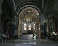 Chiesa cattolica interna del barcelonnette nella regione francese di Alta Provenza Immagine Stock