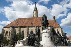 chiesa cattolica romana stile gotica con il monumento Fotografia Stock Libera da Diritti