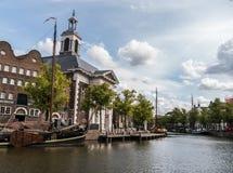 Chiesa cattolica in vecchio porto storico di Schiedam, Paesi Bassi immagine stock libera da diritti