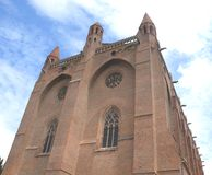 Chiesa, cielo e nuvole Immagine Stock Libera da Diritti