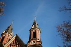 Chiesa con cielo blu, il tetto della chiesa Immagine Stock