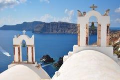 Chiesa con le campane a OIA, Santorini Fotografie Stock