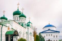 Chiesa con le cupole verdi Fotografie Stock Libere da Diritti