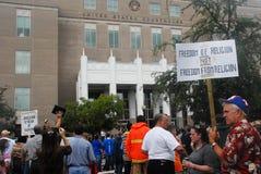 Chiesa contro raduno della condizione Fotografia Stock Libera da Diritti