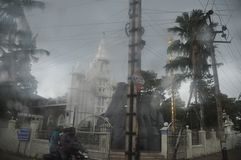 Chiesa cristiana al bordo della strada in India fotografie stock