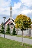 Chiesa cristiana moderna in Slovacchia in sole Immagini Stock