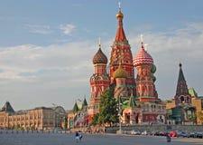 Chiesa dei basilici della st sul quadrato rosso Mosca immagine stock