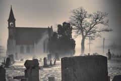Chiesa del cimitero monocromatica Immagini Stock