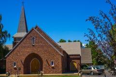 Chiesa del mattone con Steeple Fotografia Stock