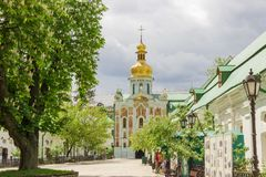 Chiesa del portone della trinità di Kyiv Pechersk Lavra, Ucraina fotografia stock libera da diritti