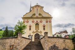 Chiesa del san Giacomo e di Leonardo del san in Alta Badia - dolomia dell'Italia Immagine Stock Libera da Diritti