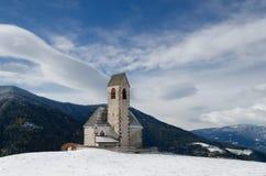 Chiesa del sud del Tirolo nell'inverno Fotografie Stock