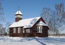 Chiesa del villaggio nell'inverno Fotografia Stock