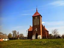 Chiesa del villaggio in Polonia immagini stock libere da diritti