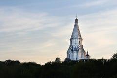 Chiesa dell'ascensione, Kolomenskoye al tramonto, Mosca fotografie stock libere da diritti