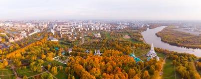 Chiesa dell'ascensione nel parco nella vista aerea di stagione di autunno, Mosca, Russia di Kolomenskoye immagine stock libera da diritti
