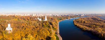 Chiesa dell'ascensione nel parco nella vista aerea di stagione di autunno, Mosca, Russia di Kolomenskoye immagini stock libere da diritti