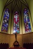Chiesa dell'incrocio santo dell'altare del salvatore con vetro macchiato Immagine Stock Libera da Diritti