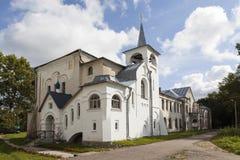 Chiesa della nostra signora di Kazan Colonia agricola della casa dell'istituto universitario Izvara Regione di Leningrado La Russ Fotografia Stock Libera da Diritti